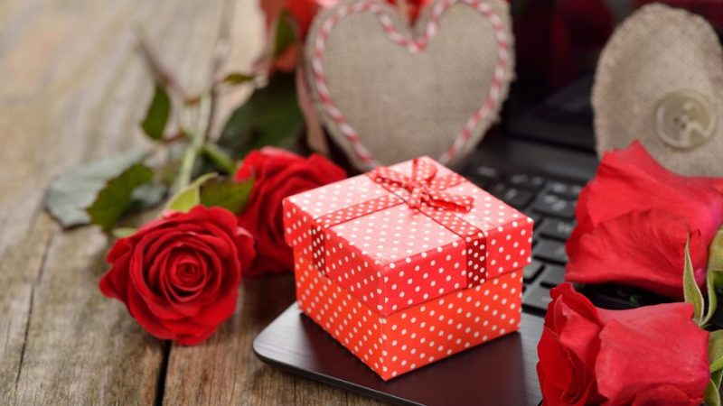 Unique and Exciting Valentine Gifts That You Can Choose !!
